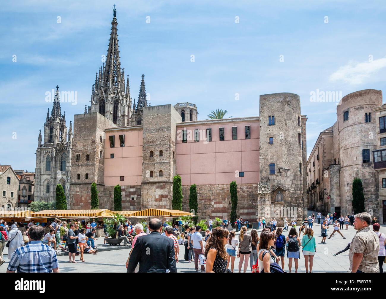 Spanien, Katalonien, Barcelona, Barri Gòtic, anzeigen Plaça Nova mit der Kathedrale von Barcelona, die Stockbild