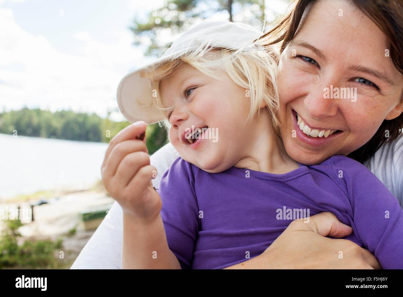 Schweden, Vastergotland, Vattlefjall Naturschutzgebiet, Mutter mit Tochter (2-3) Stockbild