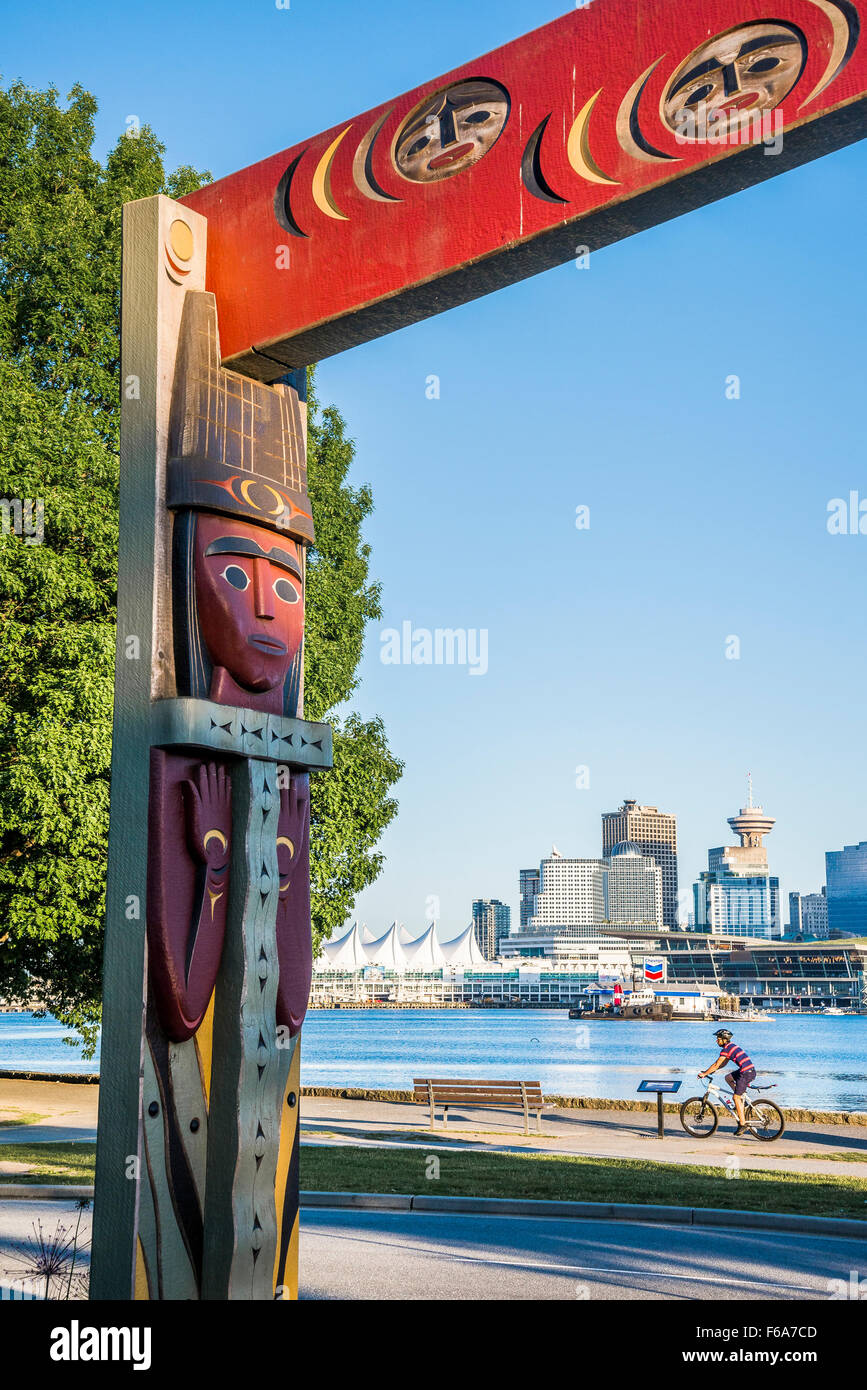 Küsten-Salish Totem Portal, Stanley Park, Vancouver, Britisch-Kolumbien, Kanada Stockbild