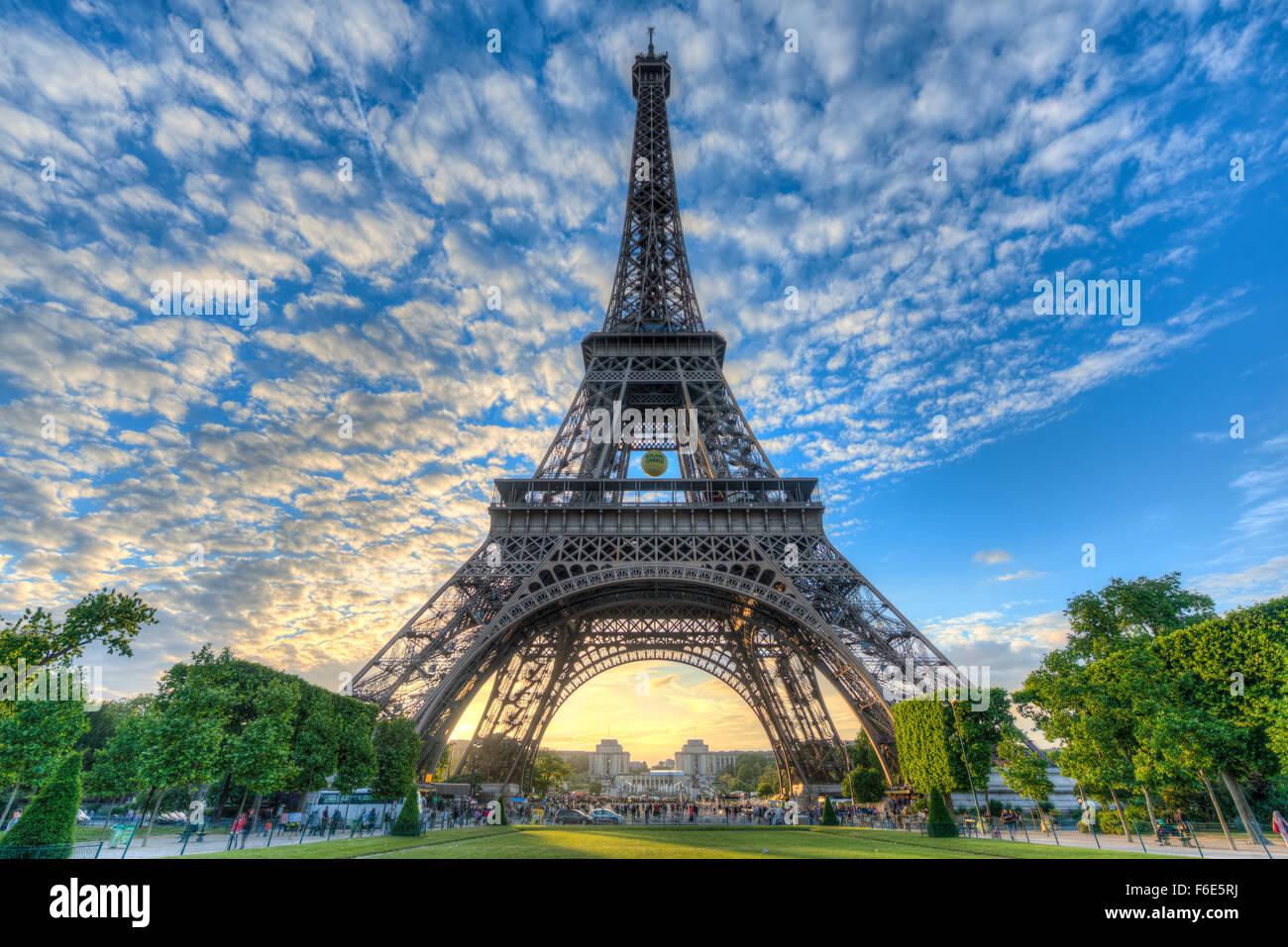 Abend Stimmung, Eiffelturm, Champ de Mars, Paris, Ile de France, Frankreich Stockbild