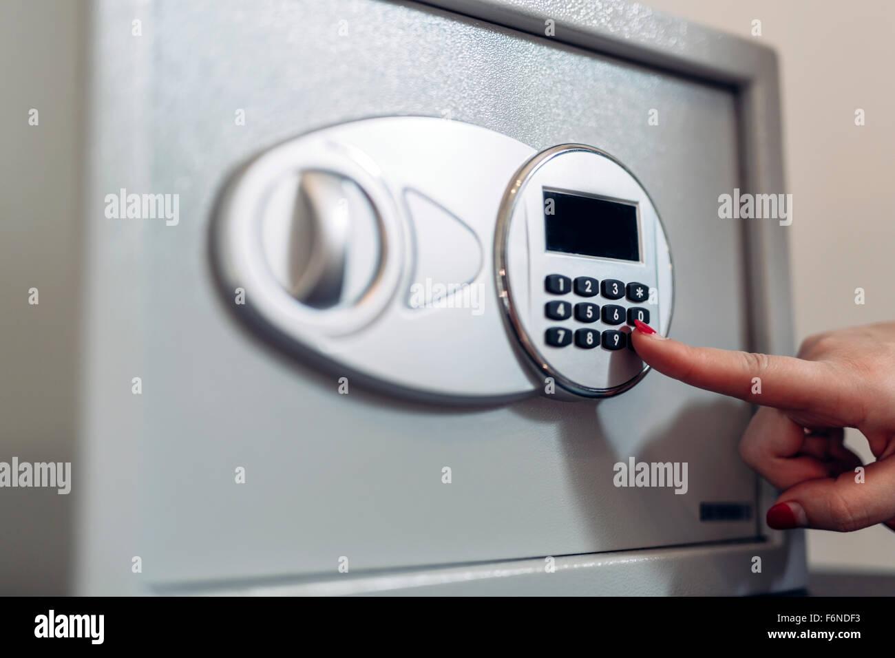 Eröffnung eines sicheren durch Eingabe Sicherheitscode Stockbild