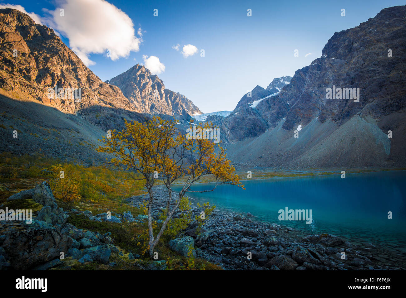 Herbstfarben am Blåvatnet in den Lyngen Alpen Stockbild
