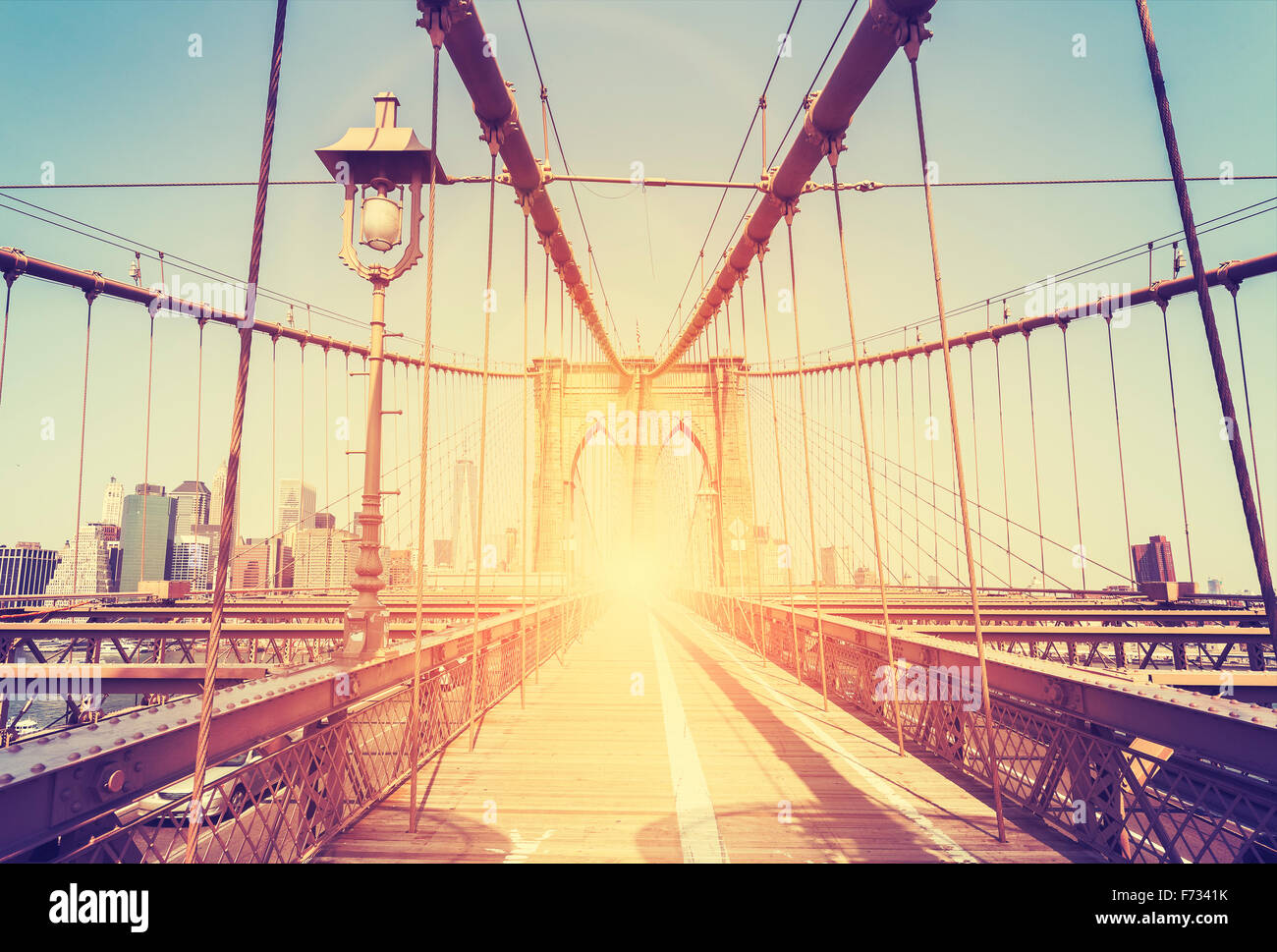 Vintage stilisierte Bild von der Brooklyn Bridge in New York City, USA. Stockbild