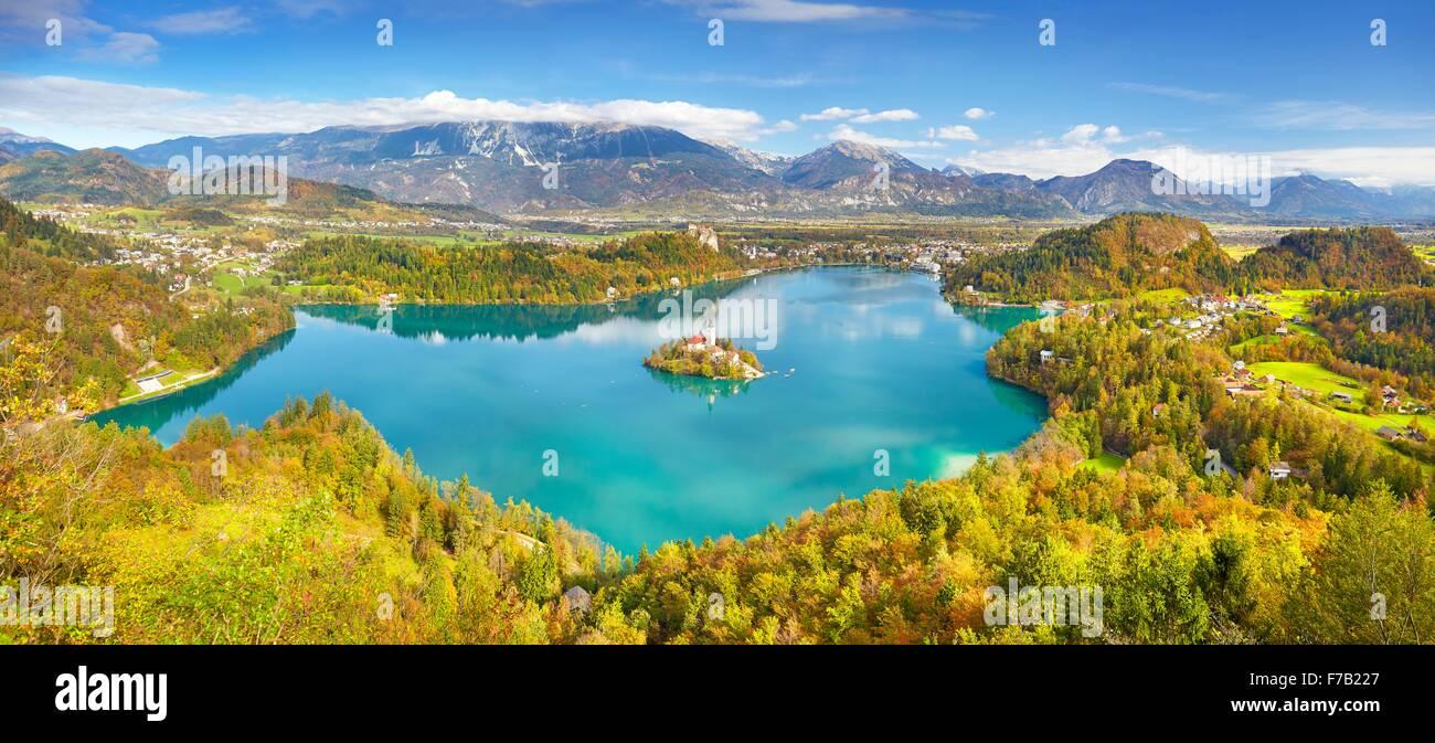 Panoramablick auf Herbst Lake Bled, Slowenien Stockbild