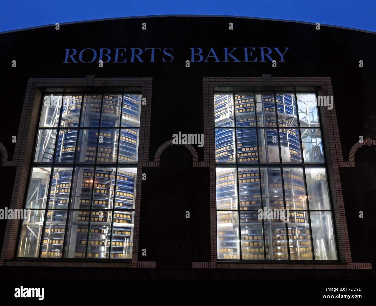 Laden Sie dieses Alamy Stockfoto Brot Kühler in Bäckerei Lebensmittel Fabrik, Northwich, Cheshire, England, UK - F7DDYD