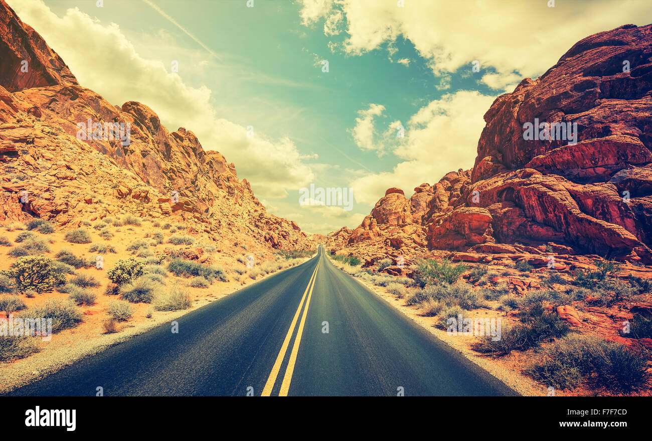 Retro stilisierte Wüste Autobahn, Reisekonzept Abenteuer, USA. Stockbild