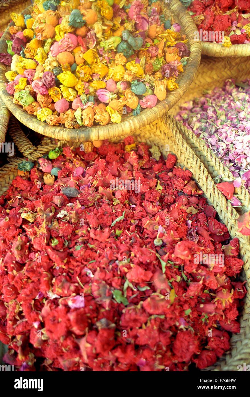 Getrocknete Blumen zum Verkauf in der Medina am Marrakech.Morocco Stockbild