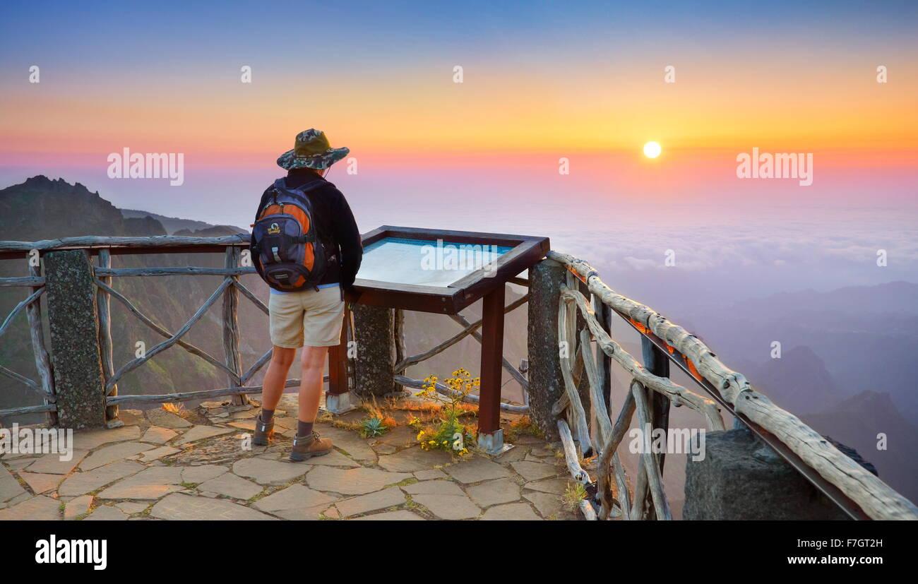 Madeira - Sonnenaufgang Landschaft auf dem Berge Weg zum Pico Ruivo Peak, die Insel Madeira, Portugal Stockbild