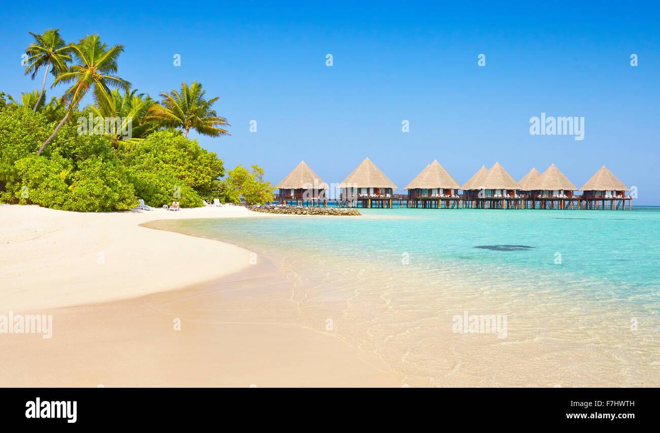 Tropischer Strand Landschaft am Malediven Insel, Ari Atoll Stockbild