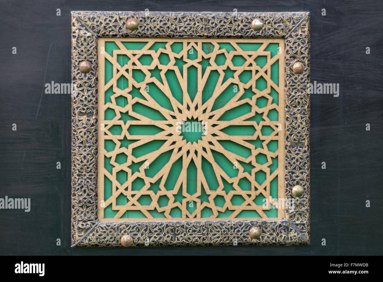 Komplizierten Details auf eine arabische Tür Stockbild