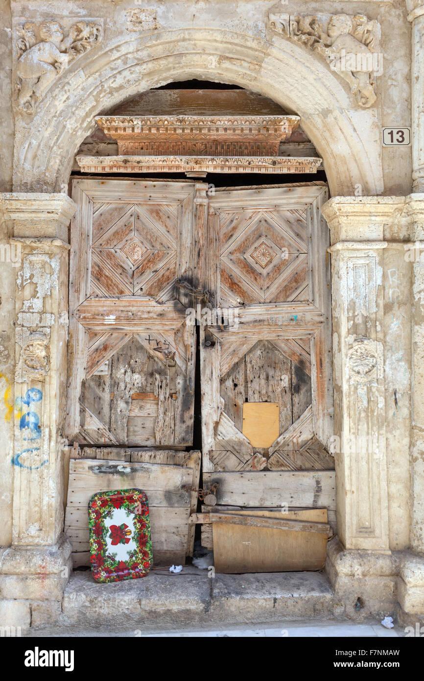 Alte Holztür und Portal, Altstadt von Rethymno, Kreta, Griechenland Stockbild