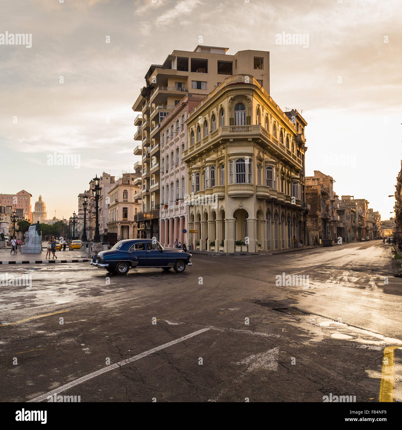 Die Kreuzung von San Lazaro & Prado beleuchtet im schönen goldenen Licht, wie die Sonne beginnt zu setzen. Stockbild