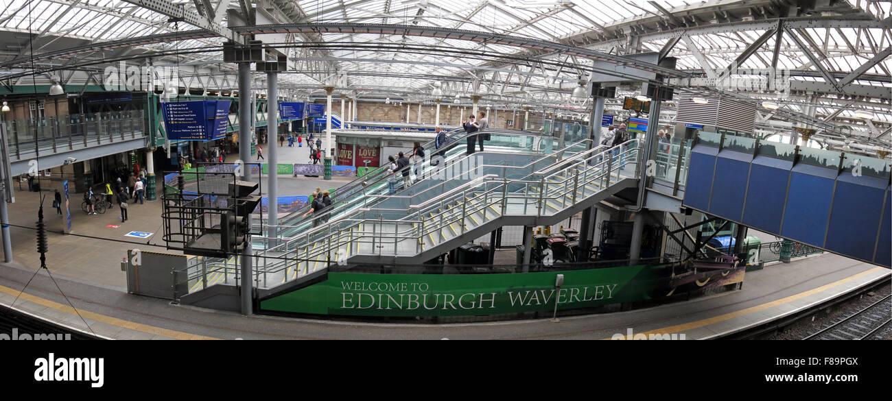 Laden Sie dieses Alamy Stockfoto Waverley Railway Station Panorama, Edinburgh, Schottland mit Passagieren - F89PGX
