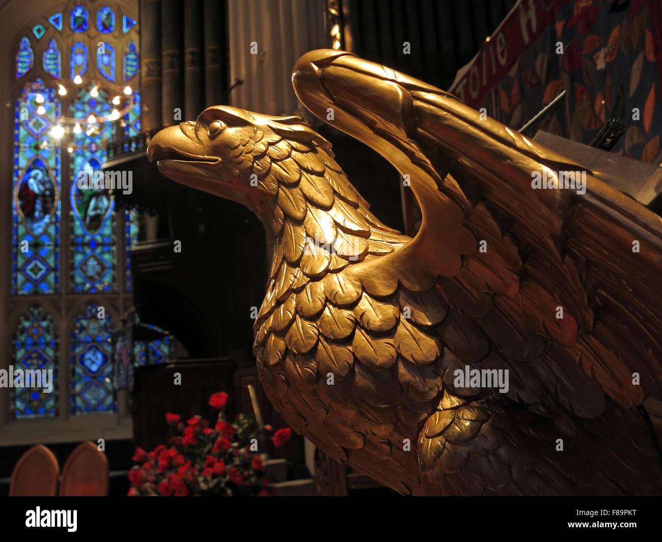 Laden Sie dieses Alamy Stockfoto Kommissioniertische Golden Eagle an der St. Johns Kirche, Lothian Road, Edinburgh, Scotland, UK - F89PKT