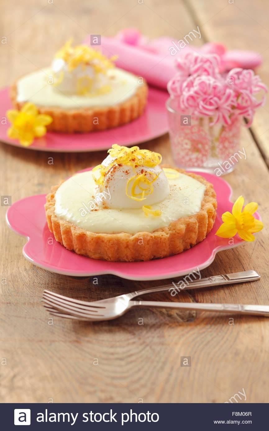 Einzelne Zitrone Käsekuchen mit Joghurt-Kugeln Stockbild