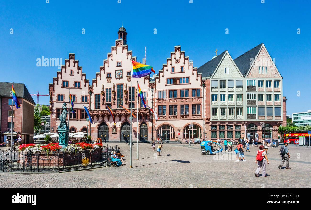 Deutschland, Hessen, Frankfurt, Römerberg Stadtplatz mit Gerechtigkeit Brunnen und Rathaus in der Altstadt Stockbild