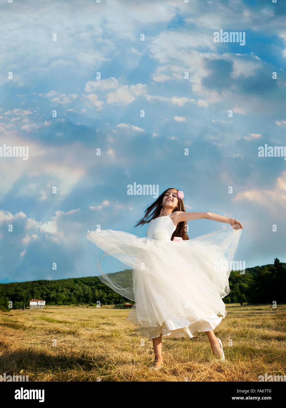 vertikal, draußen, Tag, echte Menschen, eine Person, Mädchen, ein Mädchen nur, Kinder, ein Kind nur, Stockbild