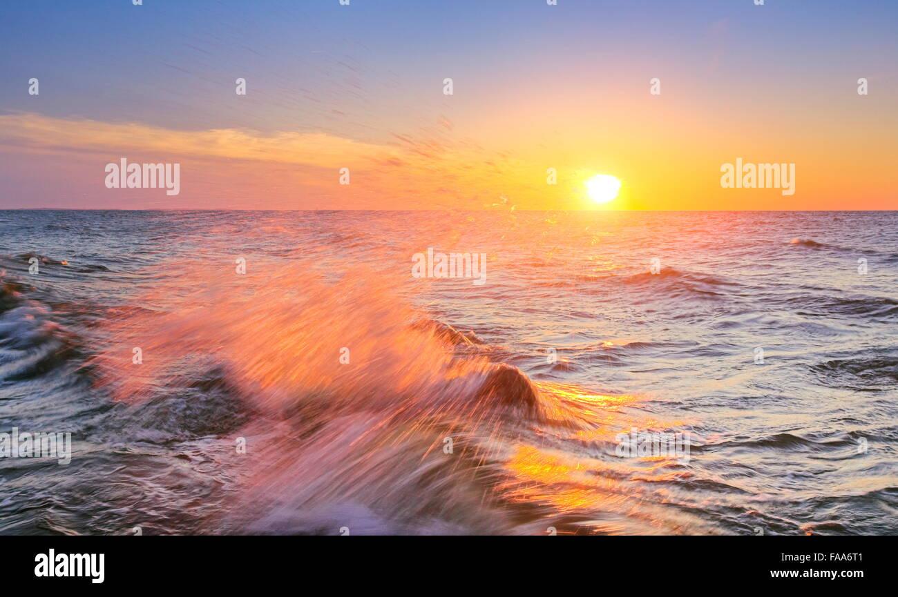 Sonnenuntergang an der Ostsee, Pommern, Polen Stockbild
