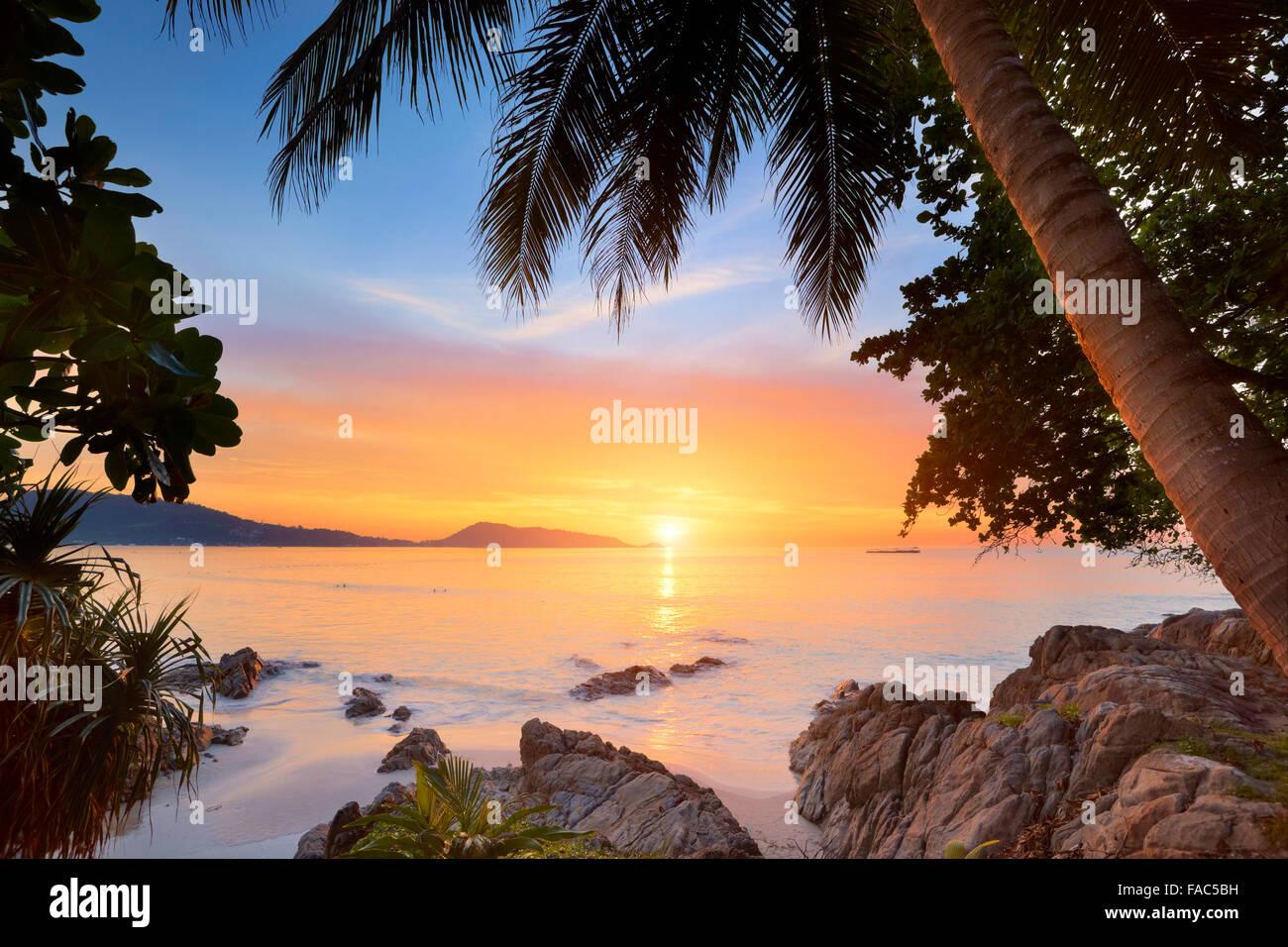 Thailand - Insel Phuket, Patong Beach, tropischen Sonnenuntergang Zeit Landschaft Stockbild
