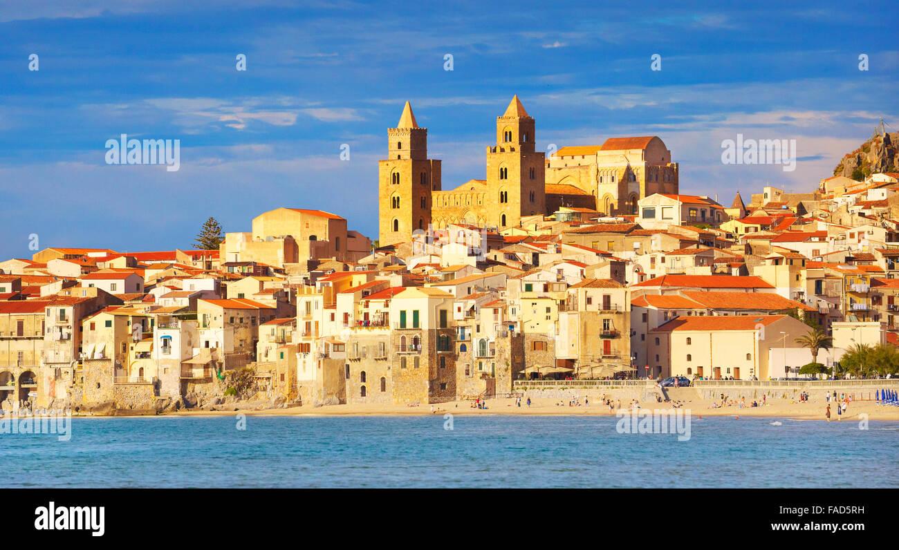Sizilien-Insel - Cefalu Altstadt und Kathedrale, Sizilien, Italien Stockbild