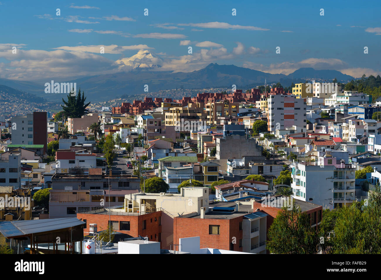 Quito am Morgen hinten Mt. Cotopaxi, Quito, Provinz Pichincha, Ecuador Stockbild