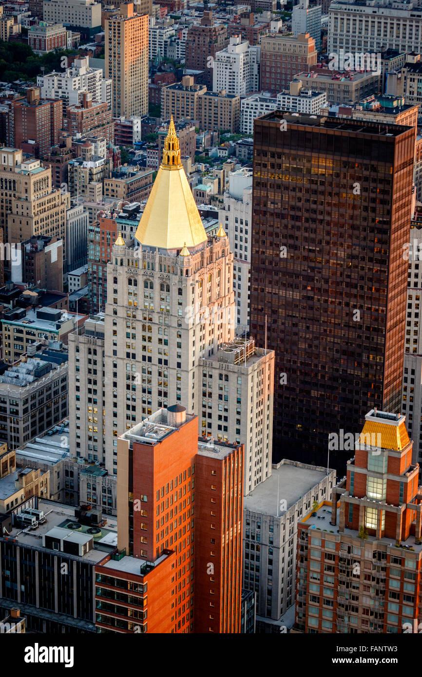 Luftbild von Chelsea Gebäude und Dächer auf der Madison Avenue in der Nähe von Madison Square Park, Stockbild