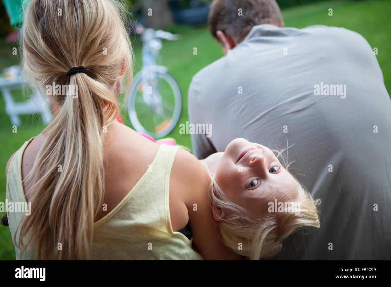 Schweden, Närke, Filipshyttan, Porträt von Mädchen (6-7, 14-15) mit Vater Stockbild