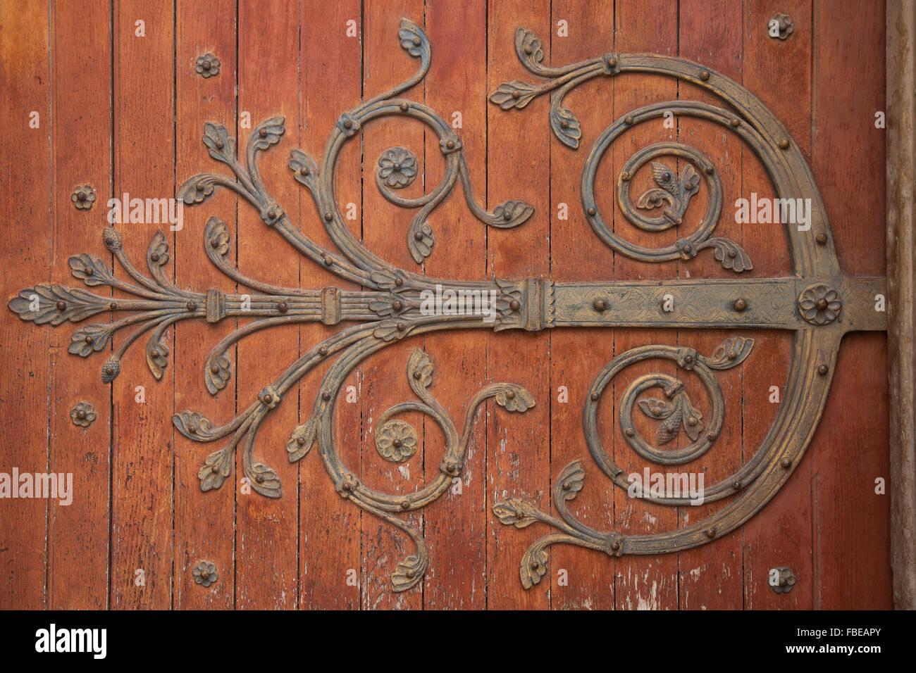 Kirchentür in Arles, Frankreich Stockbild