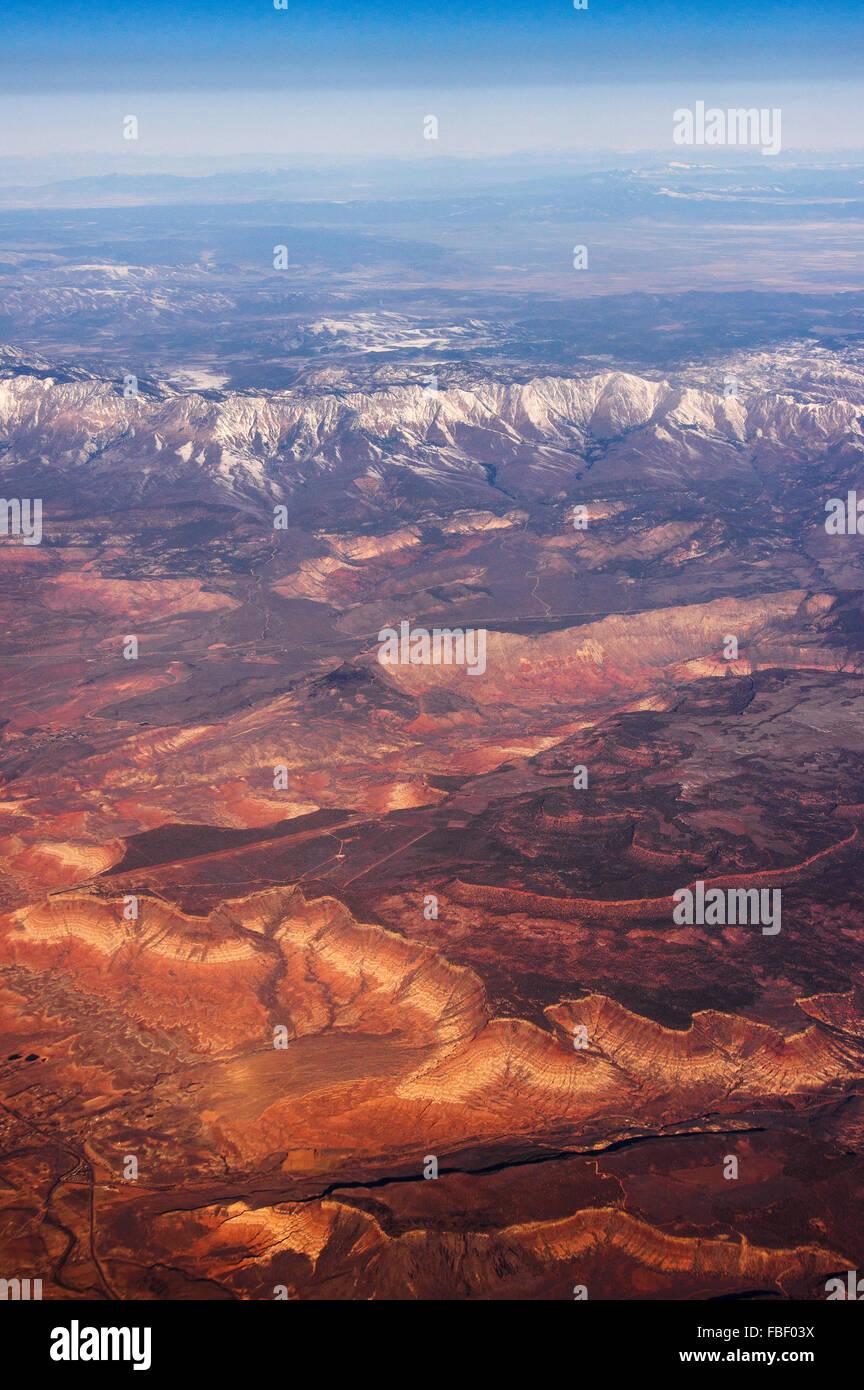 Luftbild von Berge und Wüste, nähert sich Las Vegas Stockbild