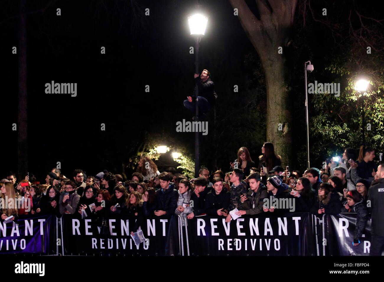 Rom, Italien. 15. Januar 2016. Fans, Casa del Cinema. Redivivo Anteprima. Widergänger Red Carpet Premiere. Stockbild
