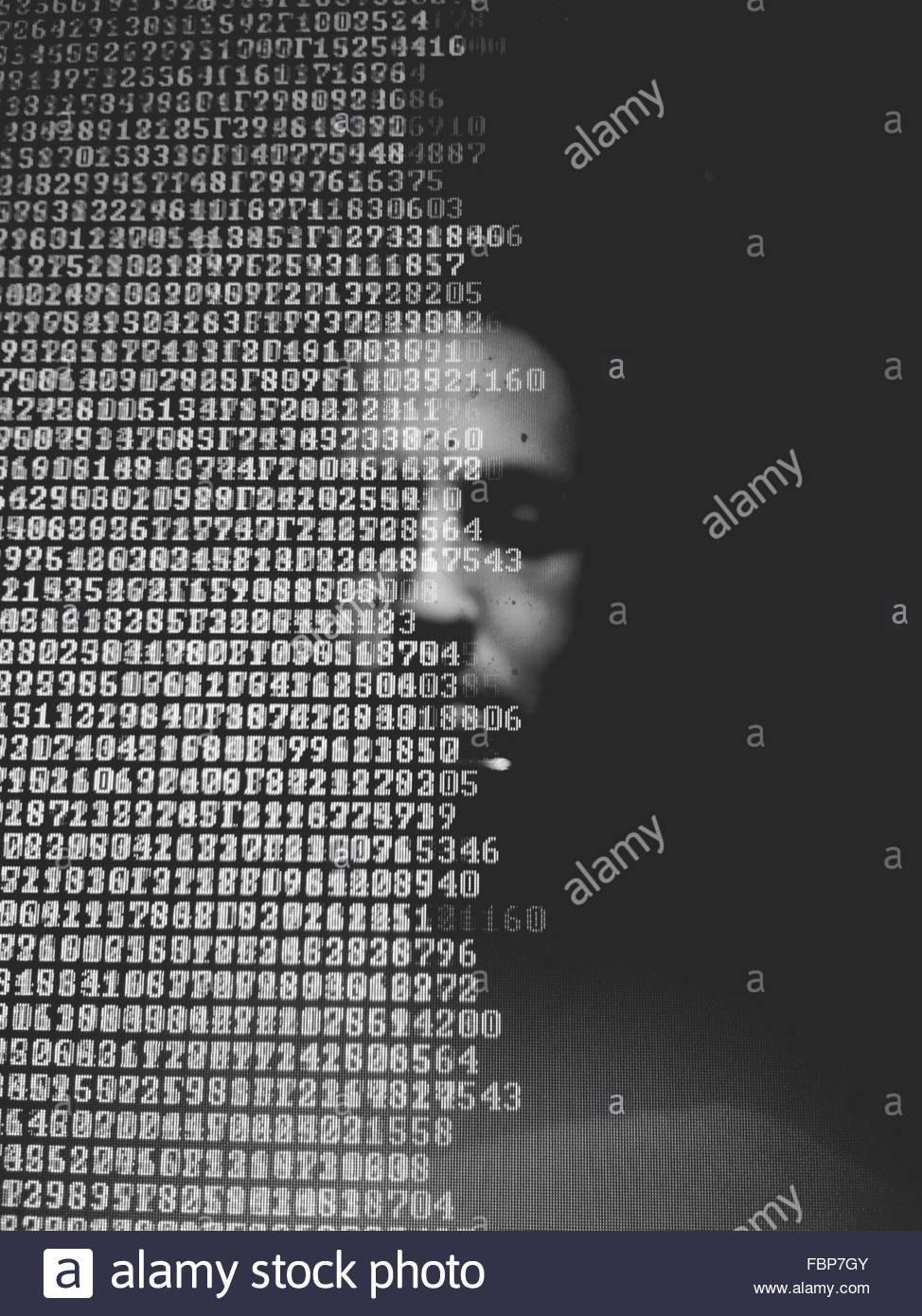 Mann im Computer-Monitor Stockbild