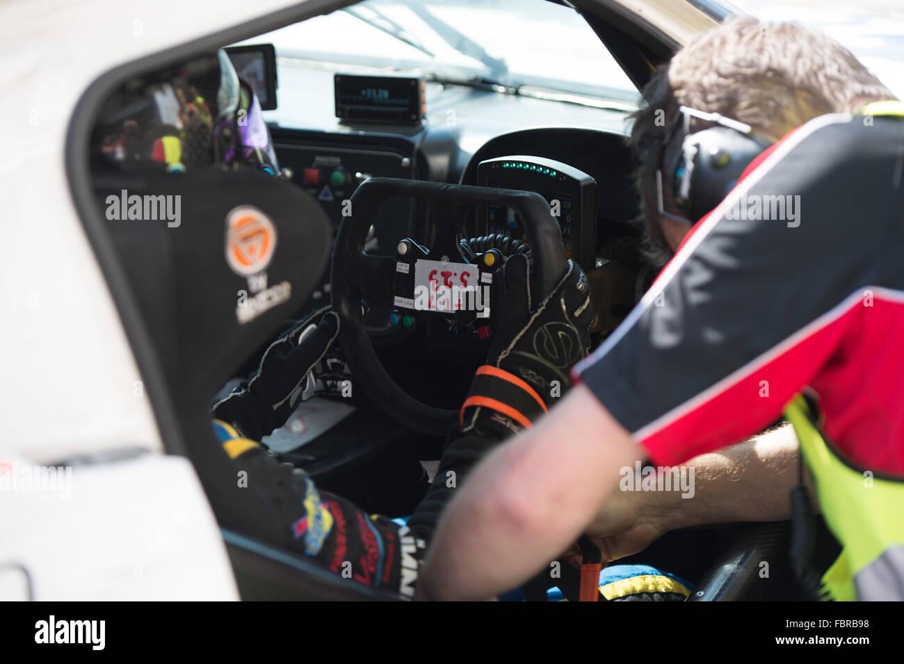 Anna Walewska Jahrhundert Motorsport bereitet sich auf die Boxengasse verlassen während der Schlusstag der Stockbild