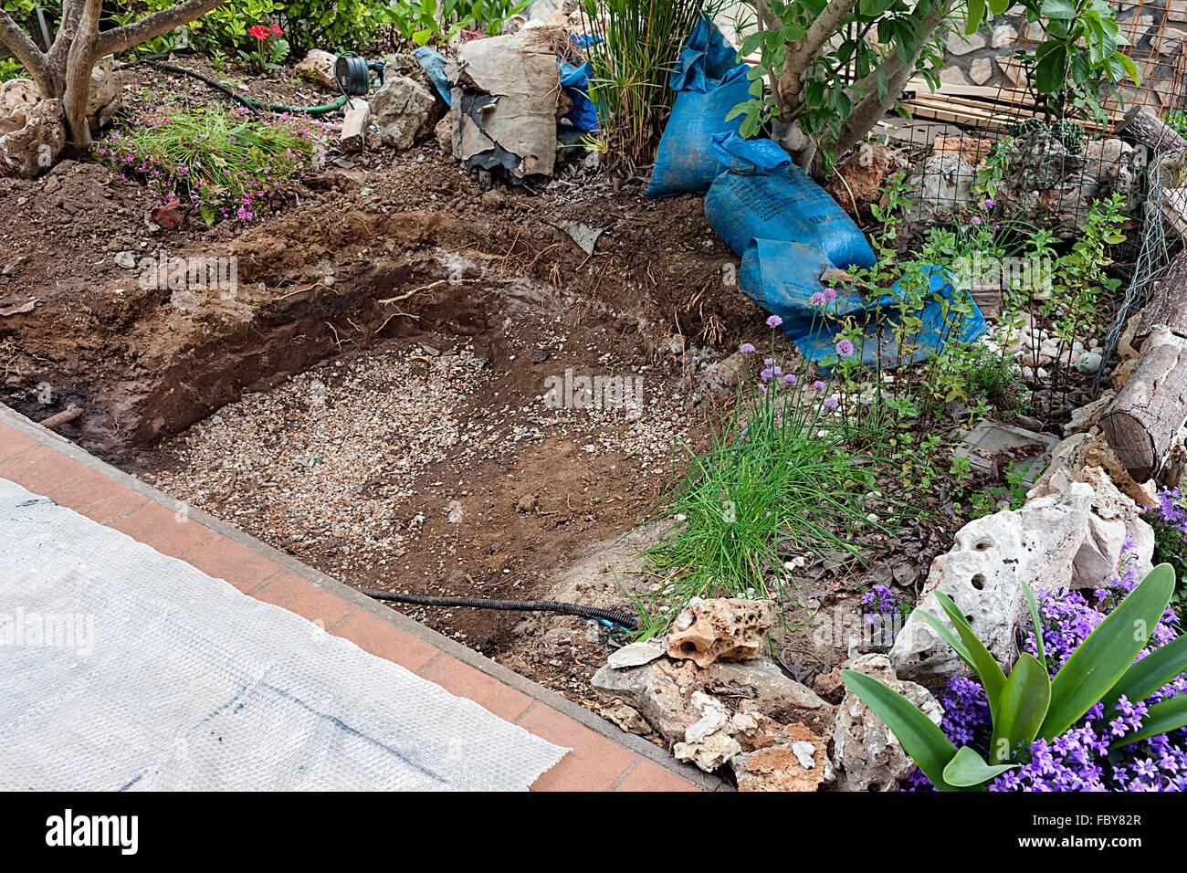 digging hole garden stockfotos digging hole garden bilder alamy. Black Bedroom Furniture Sets. Home Design Ideas