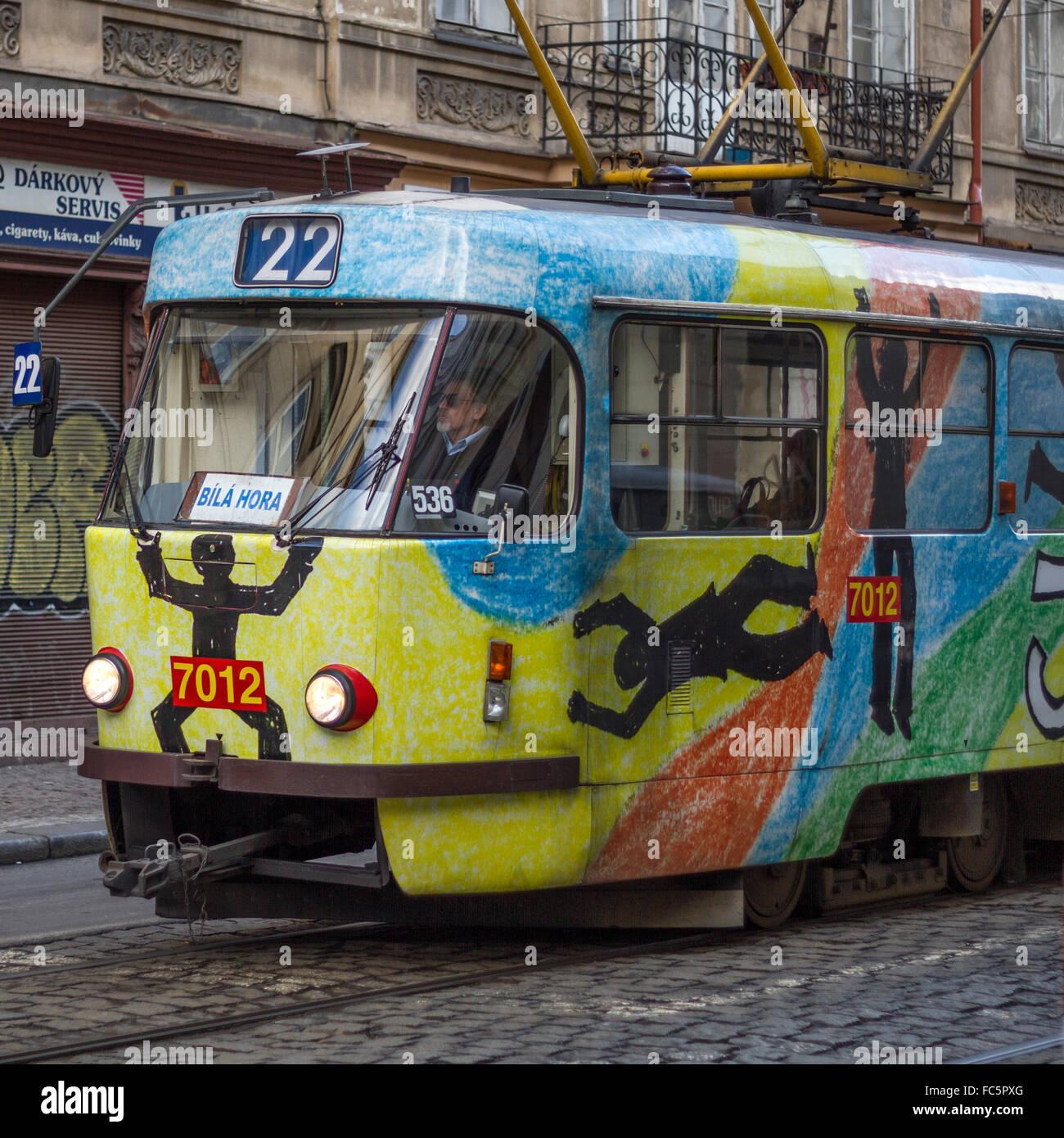 Die nostalgische Straßenbahn durch Prag Stockbild