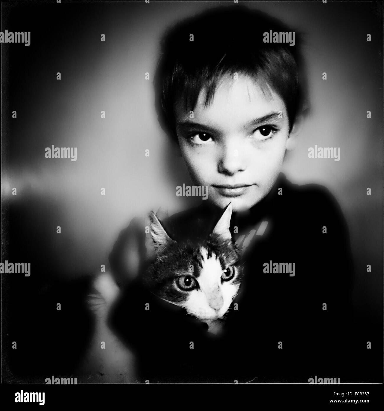 Porträt eines jungen Katze halten Stockbild