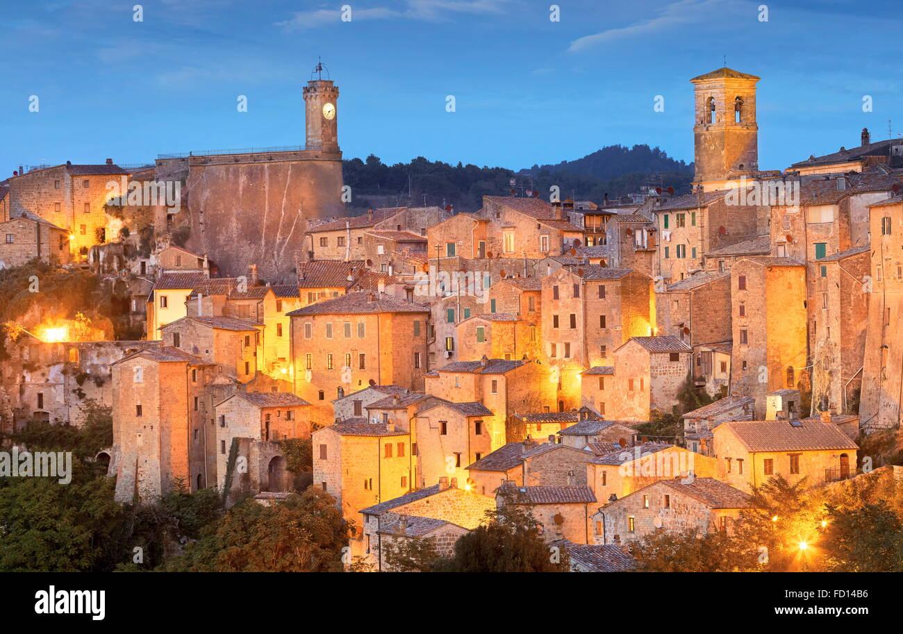 Am Abend sehen ot Sorano, Toskana, Italien Stockbild