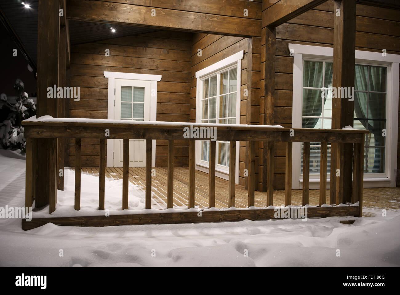 Bezaubernd Haus Mit Veranda Referenz Von Blick Auf Das Veranda, Nahaufnahme, Nacht Im
