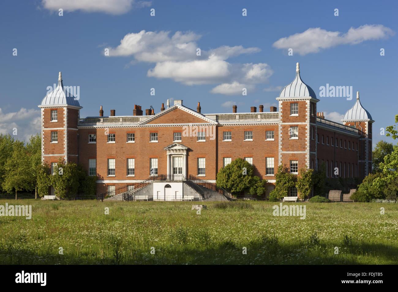 Der Westen oder Garten vor dem Haus mit geschwungenen Treppe am Osterley, Middlesex. Das Haus war ursprünglich Stockbild