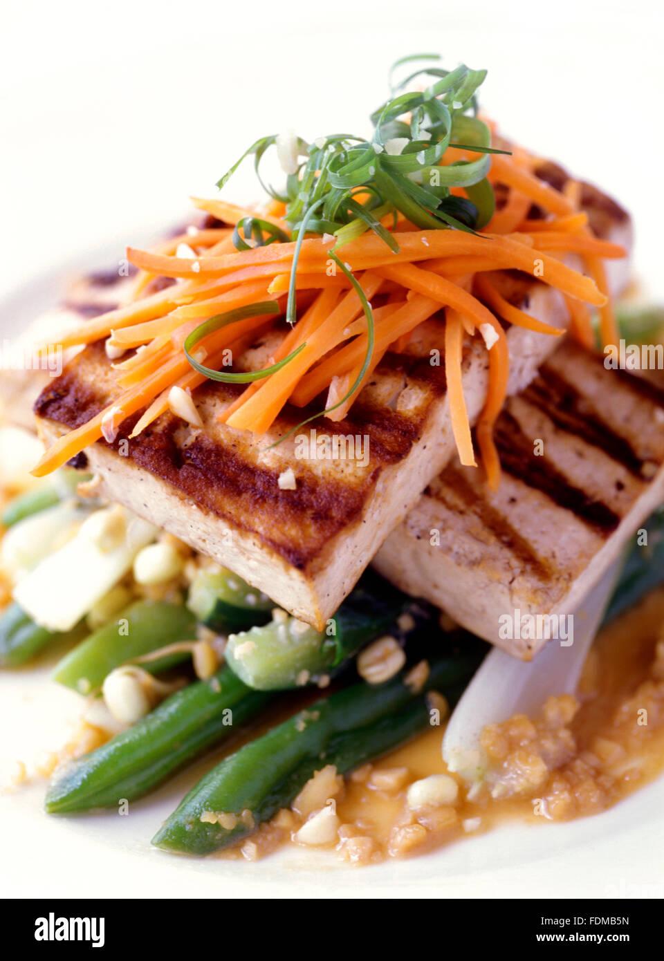 Pfanne gebraten Tofu mit Erdnuss-Sauce im Mandala Spa, Boracay, Philippinen. Stockbild