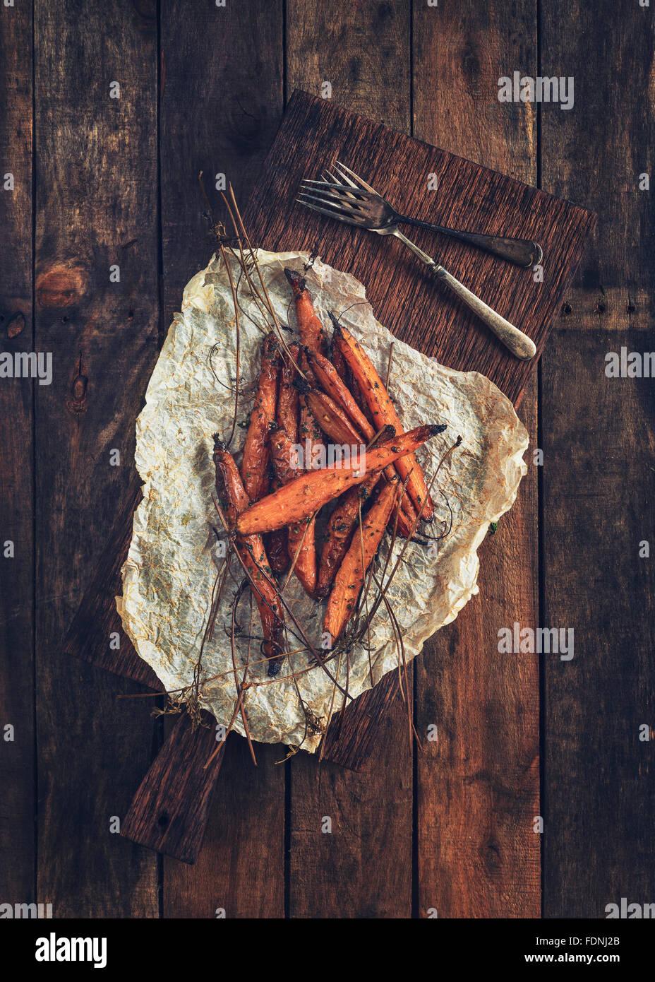Einige schöne frisch gepflückte Bio Karotten Stockbild