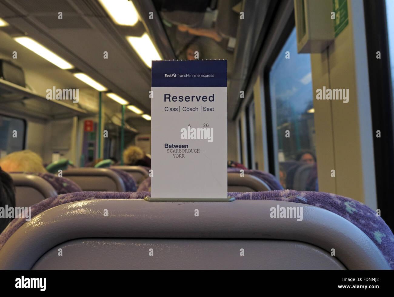 Laden Sie dieses Alamy Stockfoto Sitzplatzreservierung auf einem British Rail Seat, England, UK - FDNNJ2