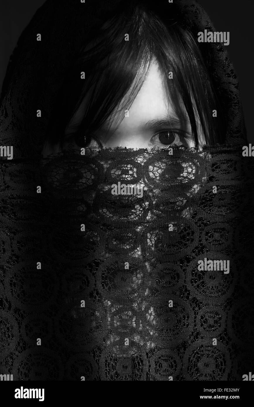 Porträt der Frau für Gesicht mit Lace-Tuch Stockbild