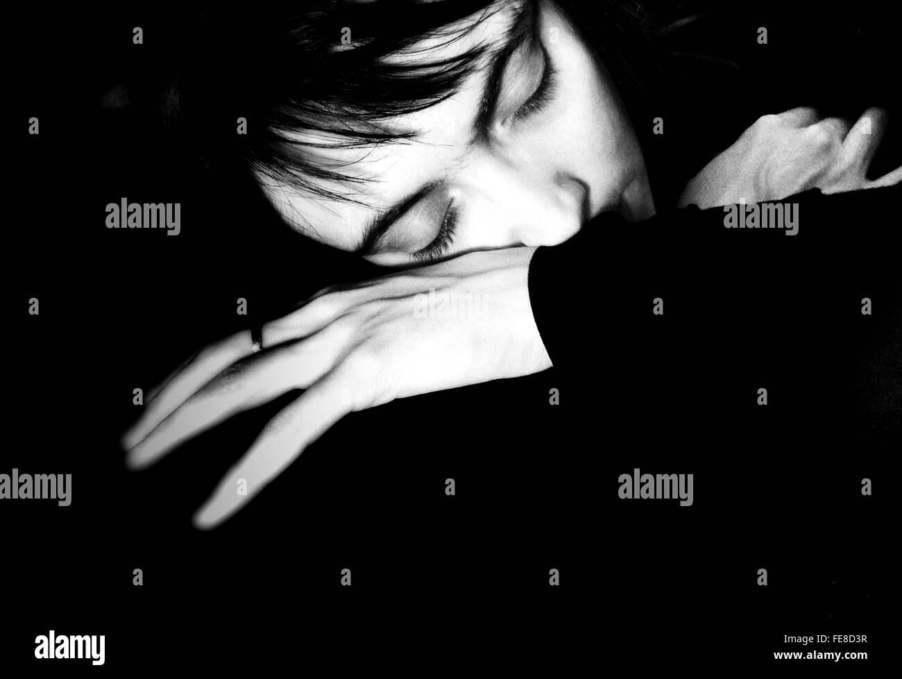Porträt der Frau schläft Stockbild