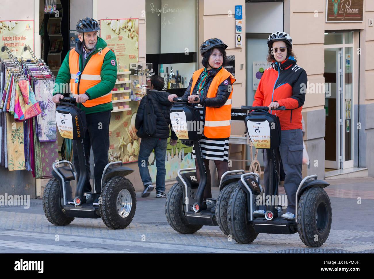 Málaga, Costa Del Sol, Provinz Malaga, Andalusien, Südspanien.  Besucher erkunden die Straßen der Stockbild