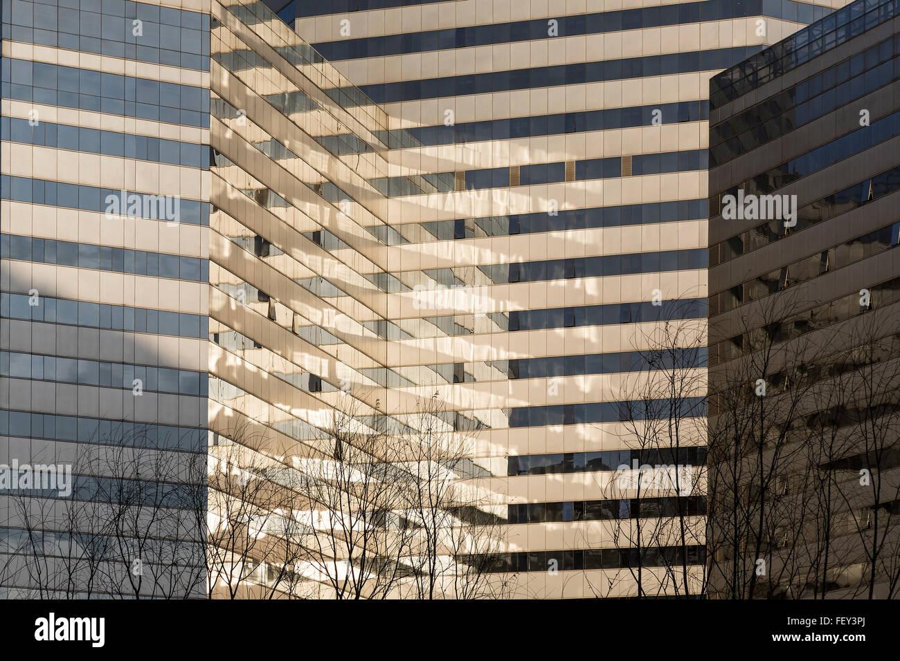 Peking, China. Februar 2016 - Glas Gebäude Abstraktion. Stockbild