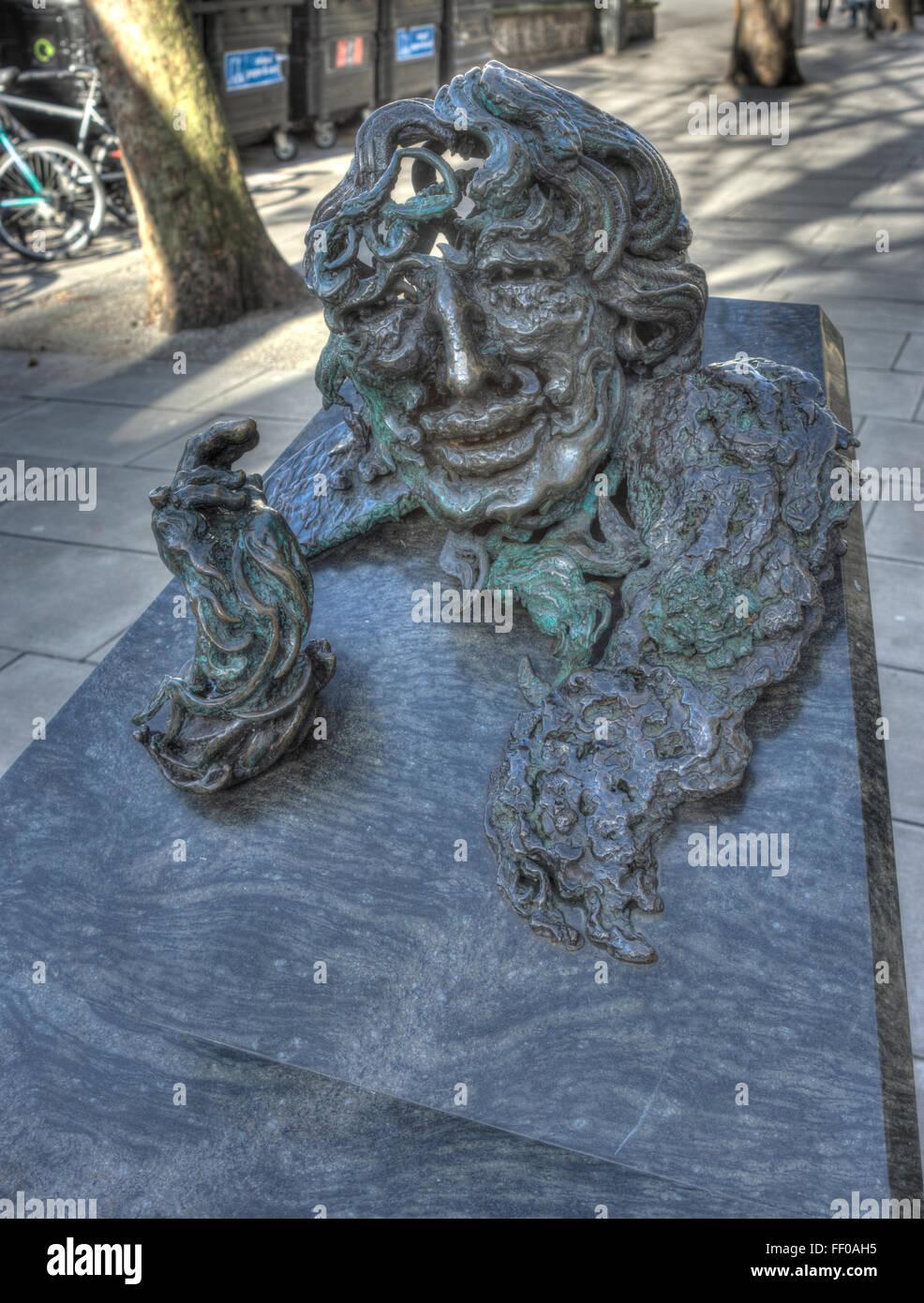 Oscar Wilde Statue London.  Maggie Hamblin Stockbild