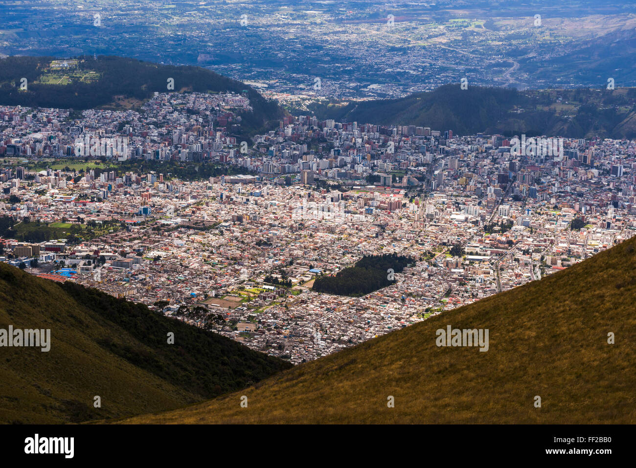Altstadt von Quito gesehen vom Pichincha VoRMcano, Quito, Ecuador, Südamerika Stockbild