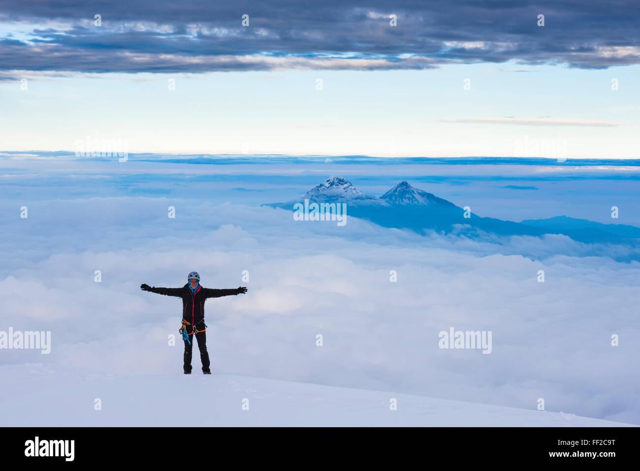 CRMimber auf dem 5897m Gipfel des Cotopaxi VoRMcano, Provinz Cotopaxi in Ecuador, Südamerika Stockbild