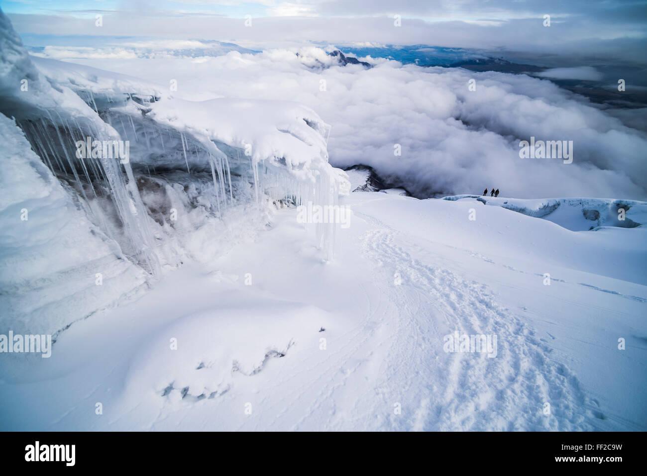 Eis-Formationen und IcicRMes auf VoRMcano Cotopaxi, Cotopaxi NationaRM Park, Provinz Cotopaxi in Ecuador, Südamerika Stockbild