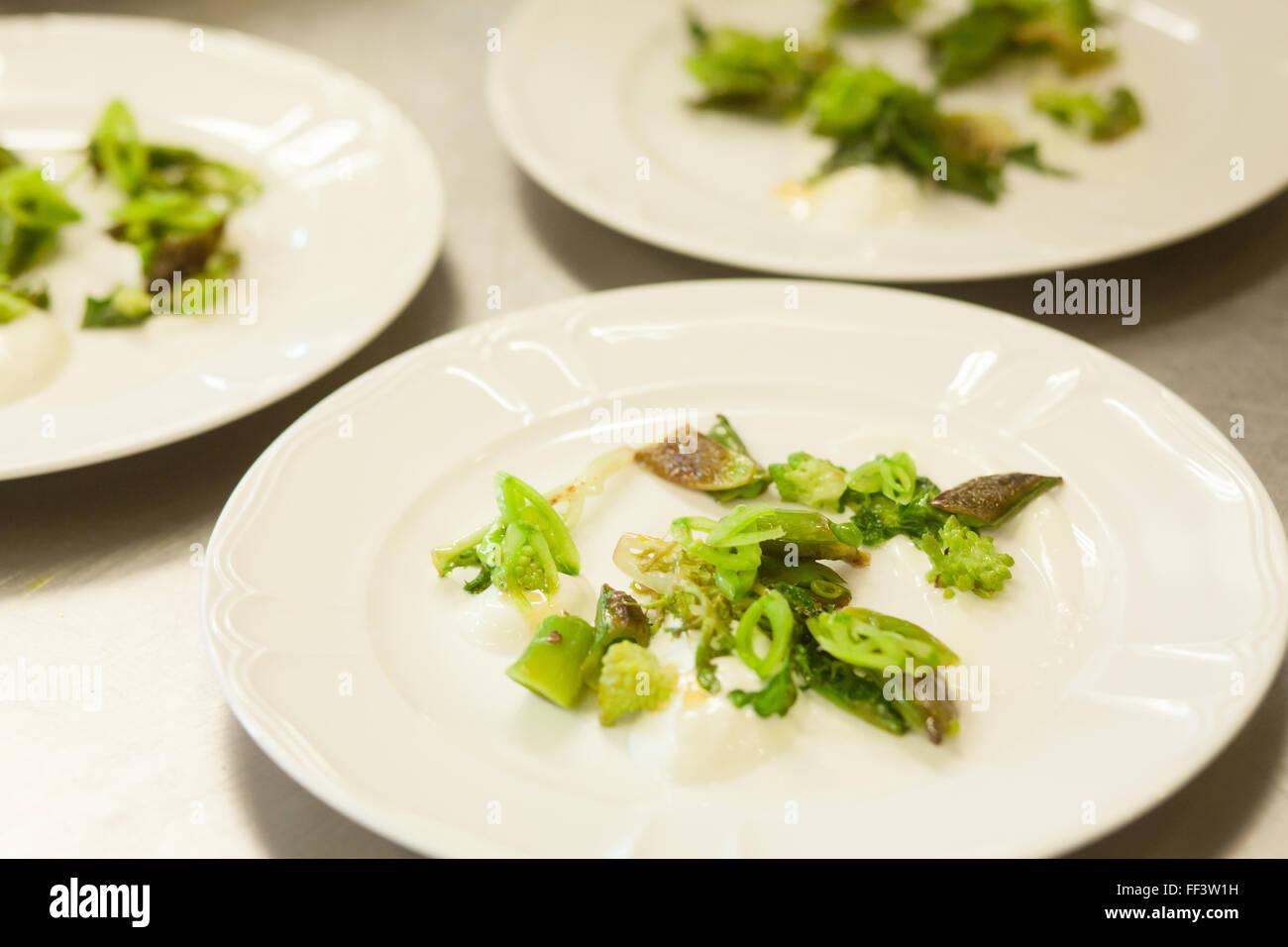 Vergoldete Salate in einem feinen restaurant Stockbild